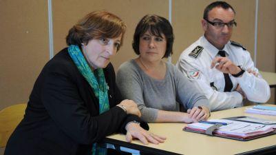 Dans l'ordre habituel: la directrice de l'école, la procureure sur le dossier et le directeur départemental de la sécurité publique